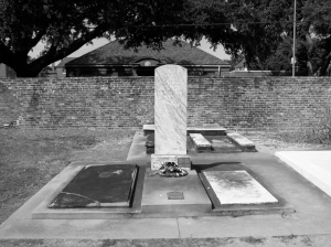 This memorial honors the fallen veterans of the Battle of New Orleans. There is also a society tomb in the Catholic section for veterans of this war.